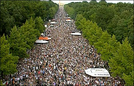 Crowds of people in Berlin's Tiergarten