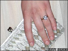 Scarlett Johanson wears an engagement ring