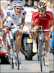 Sylvain Chavanel sprints past Jeremy Roy at Montlucon