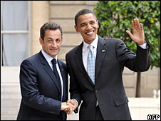 Nicholas Sarkozy (L) and Barack Obama
