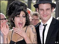 Amy Winehouse con su esposo Blake Fielder-Civil