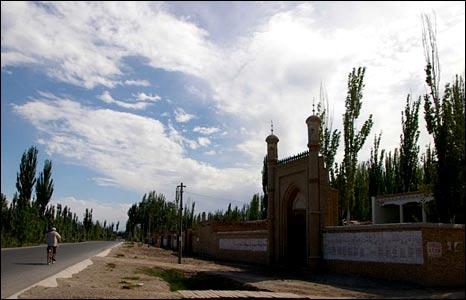 A mosque near the village of Yizebah (Image: Hugh Sykes)