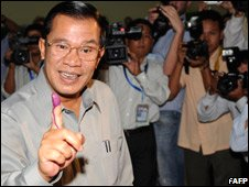 Cambodian Prime Minister Hun Sen after casting his vote at a polling station in a suburb of Phnom Penh (27/07/08)