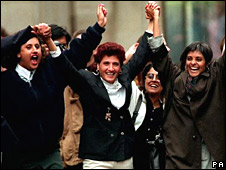 Kiranjit Ahluwalia, centre, celebrating her release in 1992