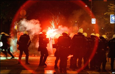 Rioters clash with police in Belgrade