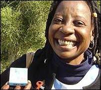 Mujer en Botsuana con medicamentos.