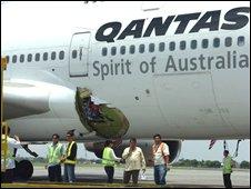 Qantas 747 in Manila, 25/07