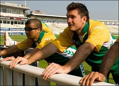 Jean-Paul Duminy and Graeme Smith warm up at Edgbaston