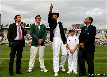 England captain Michael Vaughan tosses up, watched by opposite number Graeme Smith (second left)