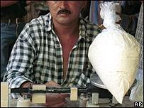 Venta de pasta de coca en el sur de Colombia.