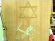 Damage to Finsbury Park synagogue in 2002