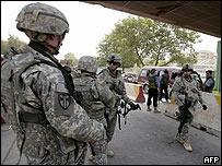 Soldados de EE.UU. en una inspección de rutina en Bagdad el 31 de julio de 2008