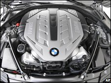 Engine of a BMW 750Li