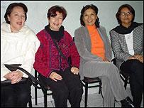 Martha Llanos y circulo de mujeres por la paz