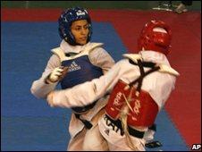 Sara Khoshjamal Fekri (L) competes with her Iranian rival Fatemeh Nemati (R) during training in Tehran (June 2008)