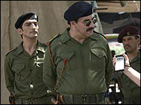 صدام في المسلسل وخلفه حسين كامل (الممثل المصري عمرو واكد)