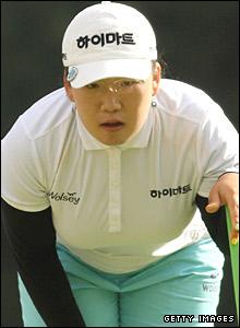Ji-Yai Shin lines up a putt