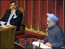 Indian Prime Minister Manmohan Singh, right, speaks as Pakistan's Prime Minister Yousuf Raza Gilani looks on at the Colombo summit, Sri Lanka, 2 August 2008