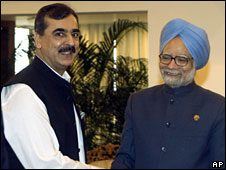 Yousef Raza Gilani (left) and Manmohan Singh shake hands on the sideline of the Saarc summit in Colombo, Sri Lanka, 2 August 2008
