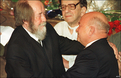 Alexander Solzhenitsyn and Moscow Mayor Yuri Luzhkov in 1998