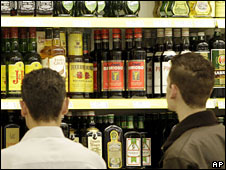Boys looking at alcohol (generic)
