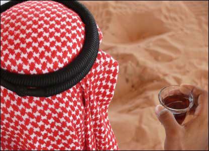 Beduino tomando té.