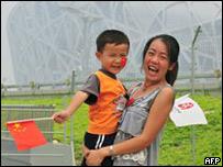 Turistas chinos frente al estadio olímpico