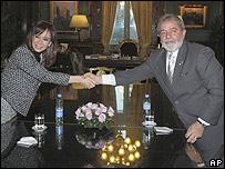 """Los presidentes de Brasil, Luiz Inácio """"Lula"""" da Silva, y de Argentina, Cristina Fernández"""