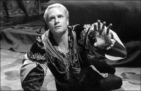 Laurence Olivier in 1948 film production of Hamlet