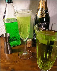 Midori cocktails (Picture by Sam Smith/Flickr)