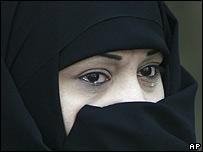 Mujer iran� llorando