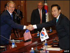 President Bush with his South Korean counterpart Lee Myung-Bak , 6 August 2008