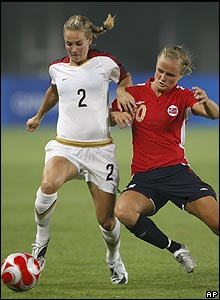 Norway's Melissa Wiil tackles USA's Heather Mitts.