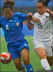 Azusa Iwashimizu (L) of Japan challenges Emma Kete of New Zealand