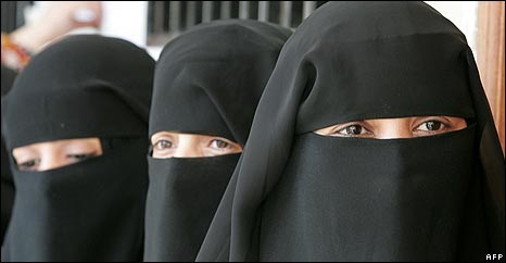 Yemeni women in conservative Islamic dress