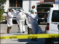 Forensic team at scene of blasts in Istanbul, 7 Aug 08