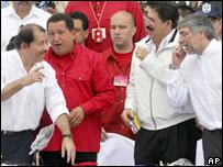 El presidente electo de Paraguay Fernando Lugo con los presidentes de Honduras, Manuel Zelaya, Venezuela, Hugo Ch�vez, y  Nicaragua, Daniel  Ortega.