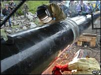 Reparación de un oleoducto en la frontera entre Rusia y Georgia.
