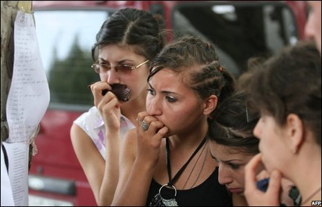 Georgian girls study a list of wounded people in the town of Gori, Georgia. (08/08/2008)
