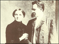 Nietzsche y su madre, foto cortesía de la editorial Siete Mares