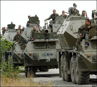 В Южную Осетию стягивается боевая техника грузинской армии