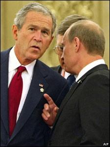 Премьер-министр России Владимир Путин и президент США Джордж Буш обсудили в Пекине кризис в Грузии