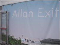 Poster Allan o'r Maes yng Nghaerdydd