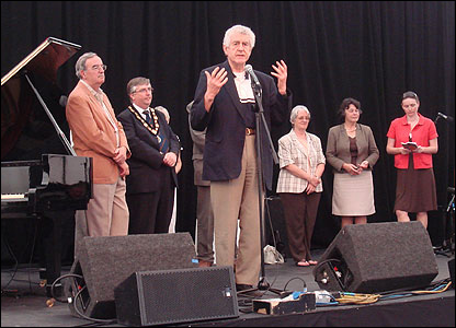 First Minister Rhodri Morgan declared the festival officially open