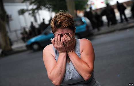 A Georgian woman cries in front of an hospital after bombardments in Gori 9 August