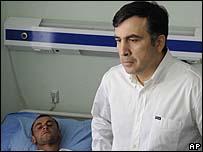 الرئيس الجورجي خلال زيارته للجرحى