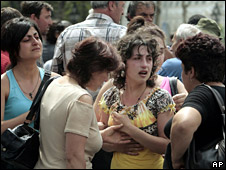 Georgian refugees from villages near Tskhinvali block a road outside the Georgian parliament in Tbilisi (10 August 2008)