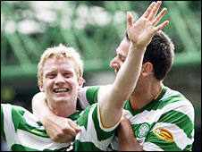 Barry Robson celebrates with Jan Vennegoor of Hesselink