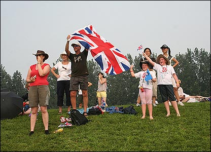 Great Britain rowing fans lend their support to Alan Campbell