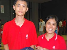 Basketball fan Guan Xuetong and his mother